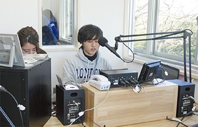 若者主体のラジオ局開局