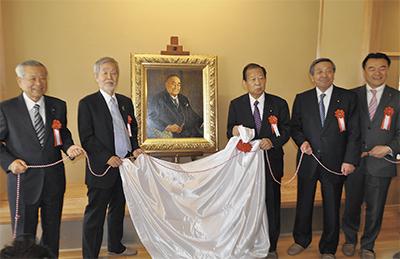 自民党から肖像画の寄贈