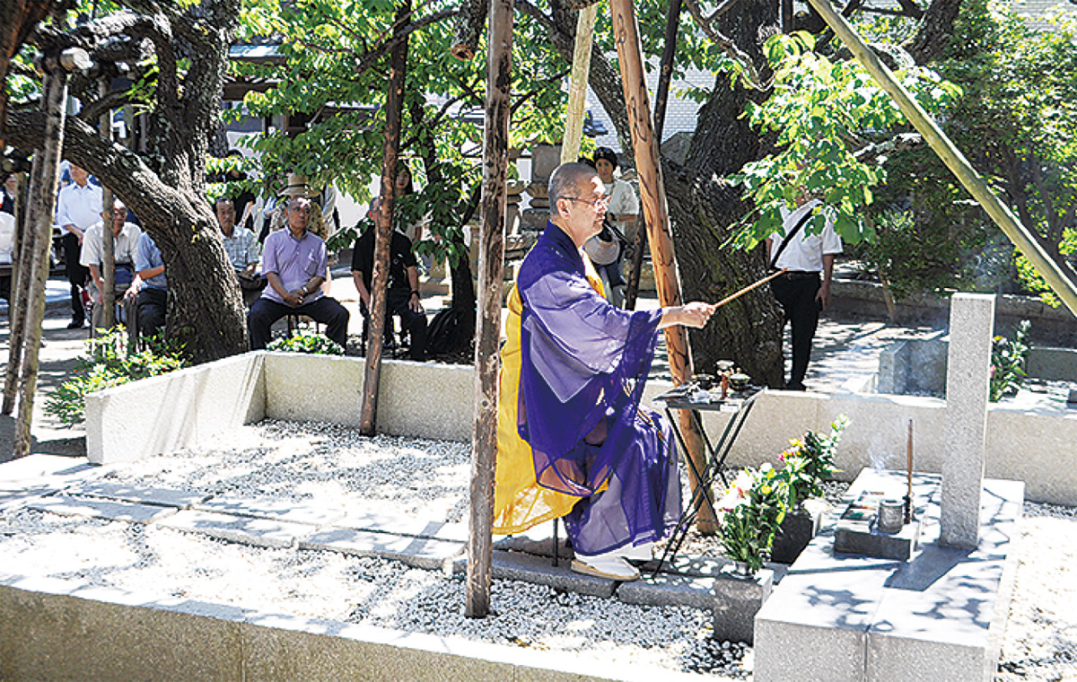 藤村命日に墓前祭