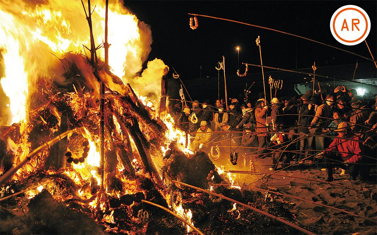 夜空焦がす 伝統の火柱