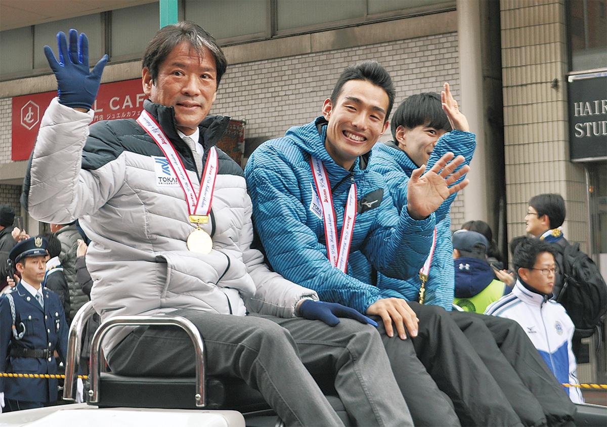 箱根パレードに1万人