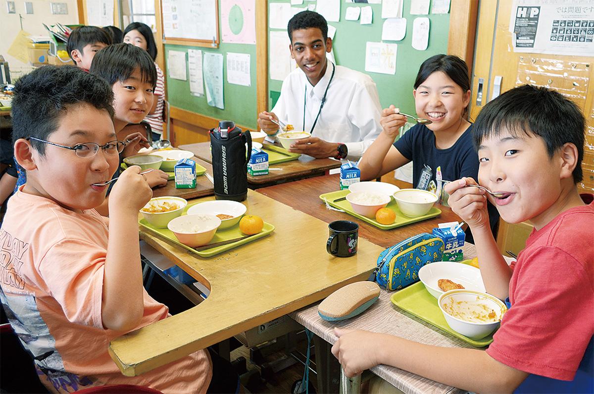 大磯小学校 エリトリア給食で国際交流 6年生児童と星槎の留学生 ...