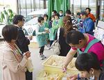 イベントには約90人が来場。社員手作りの食事なども振る舞われた