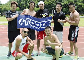 土屋選手(右前)と佐藤代表(左前)を中心に