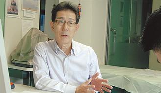 新しい医療福祉会館について語る横田会長