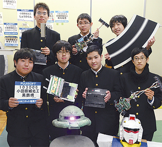 写真前列左から山田君、土屋部長、大川副部長、竹本君、後列左から平松君、橋本君、佐藤君