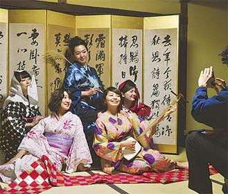 イベントのPR写真を撮影する小田原小町のメンバー
