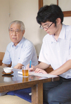 相原さん(左)と山北高3年の鈴木君