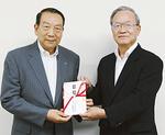 片桐晃理事長(左)と小野康夫社協会長