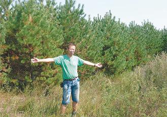 内モンゴルの草原に松林が
