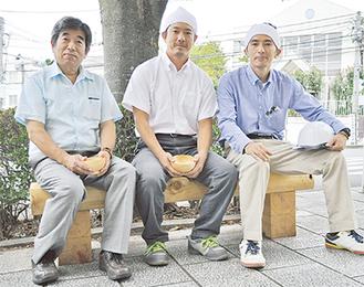 左から商店会の露木孝作さん、林青会の小高誠仁会長、大山哲生さん