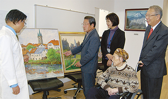 嘱託医師でもある神山さん(左)、杉崎さん(中央)、加藤さん(右から2番目)