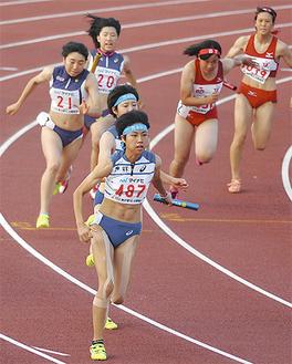 女子4×400mリレーは銀メダルに輝いた