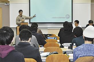 ひものについて学ぶ学生(関東学院大)