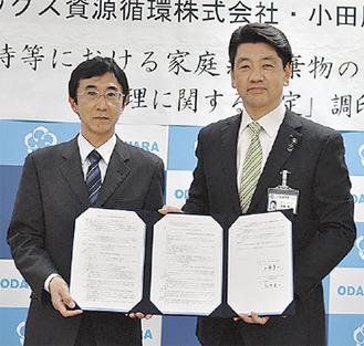 調印した加藤市長と花井社長(左)