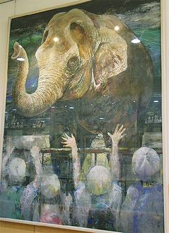 ウメ子を見て喜ぶ園児の声が聞こえてきそうな、市民交流センターに寄贈された勝山治実さんの作品『ウメ子ぉー』