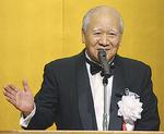 謝辞を述べる久津間会長