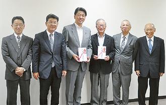 左から倉科事務局長、白石理事、加藤市長、小野社協会長、萩原組合長、原田理事長
