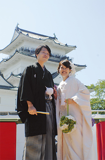 小田原城で挙式した土谷浩人さんと舞花さん