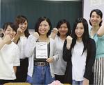 GUTS!の5人と内田教諭(右)
