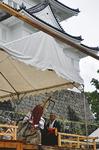 伝統を背負い、蟷螂の舞を披露する=9月19日・本丸広場