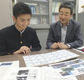 色紙を見る眞野君(左)と戸谷PTA会長