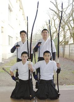 (前列左から)河村君、山崎君(後列左から)滑川君、小河原君