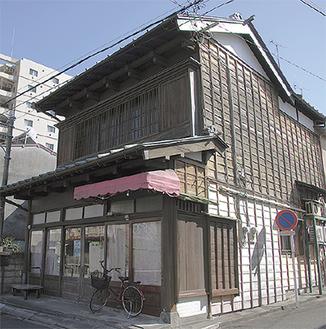 会場の一つの、築90年近い旧瀬戸たばこ店