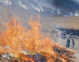 山焼き実行委員や地元消防団など199人が参加