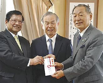 左から片野氏、橋本氏、山口町長