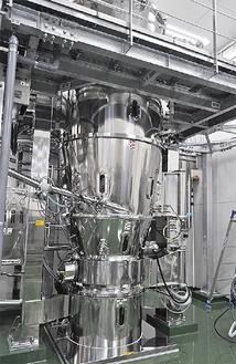 封じ込め仕様としては国内最大級の120型流動層造粒乾燥機