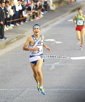 アンカー石部君が藤沢翔陵を抜いて2位でゴール