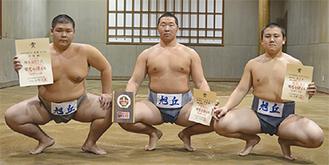 好成績を収めた(左から)石濱君、ダライ君、野地君