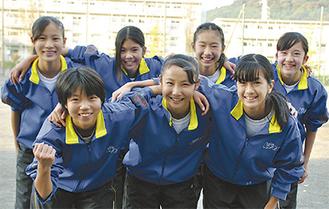 前列左から大沼さん、伊東さん、小川さん、後列左から吉田さん、阿部さん、八ヶ代さん、加古さん