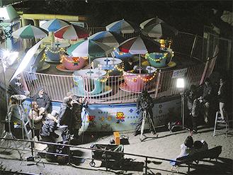 冷え込むなか夜遅くまで続いた撮影=11月20日・小田原城址公園