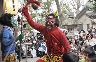 暴れる鬼たち(大稲荷神社)