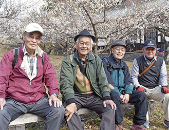 左から山本さん、杉山さん、加藤さん、佐藤さん