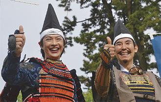 パレードに参加した合田さん(左)と高嶋さん=前回