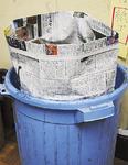 新聞紙で作ったゴミ用の袋