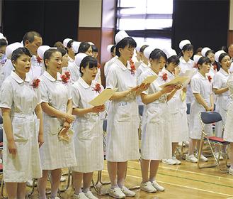 38人が同校最後の卒業証書を受け取った