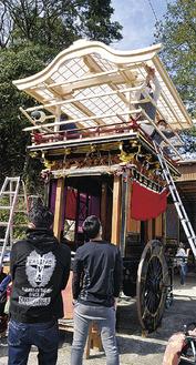 障子屋根が取り付けられた山車
