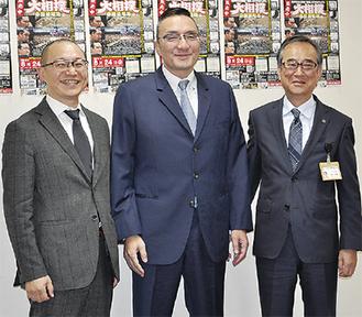 (左から)杉崎理事長、錣山親方、時田副市長