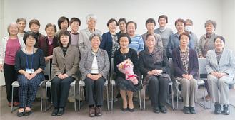 鳥居会長(前列左から3人目)と役員ら