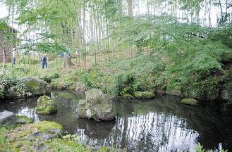 築山の整備が進む幻庵池