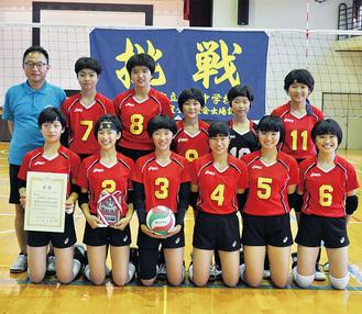 多彩な攻撃で「感動を与える試合」を目標に戦う、酒匂中女子バレー部の選手たちと石井監督