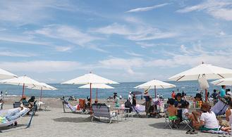 リゾートの雰囲気を演出した7月8日のイベント=御幸の浜
