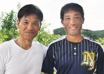 10年表彰を受けた滝谷選手(右)
