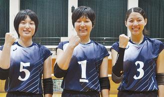左から榎本里歩さん、古谷ちなみ主将、長野有紗さん