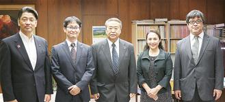 左から加藤市長、長谷川会長、松下副会長、阿部専任幹事、小村事務長