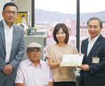 左から同協会相談役の大川裕さん、広報担当の中川裕介さん、理事長の中川都子さん、栢沼行雄教育長